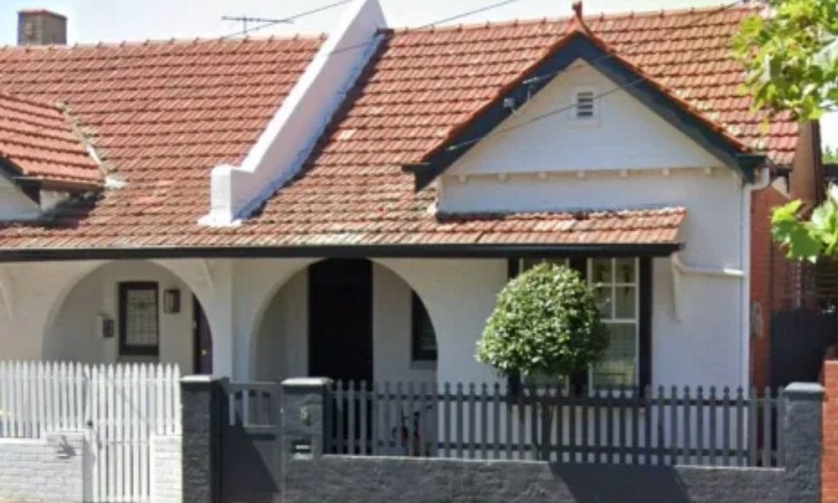 Melbourne median property price hits record